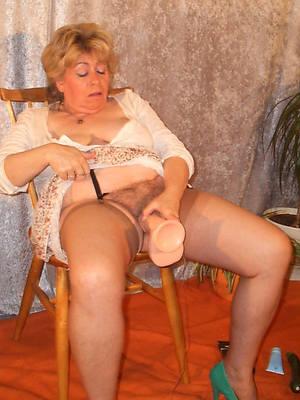 mature woman masturbating posing nude