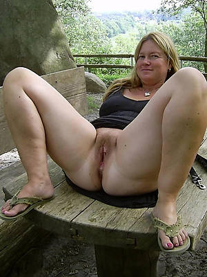 mature nude outdoor perfect body