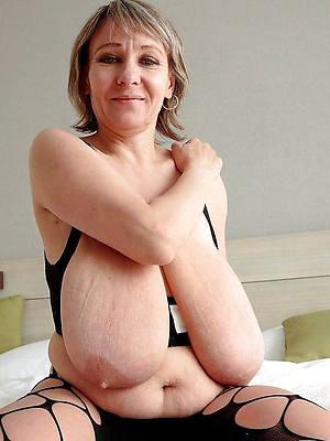 hanker saggy mature breast posing nude
