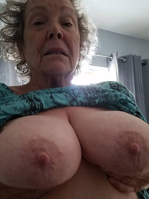 naked pics of X-rated mature women selfies