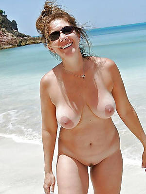 grown-up nude lakeshore pics