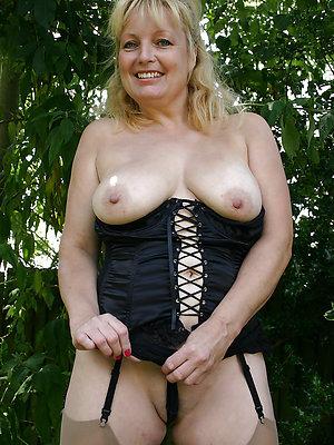 beauties mature women outdoors xxx