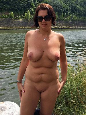 super-sexy nude alfresco mature