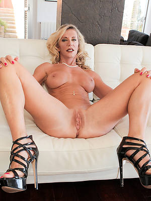 hot fucking grown-up arms in heels porn pics