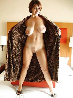 naked pics of mature saggy boob