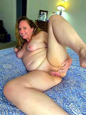 sweet nude mature ladies solo pics