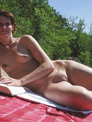 curvy mature nude beach pictures