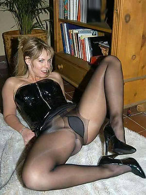 free porn pics of matures in nylons