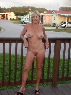 nude ladies outdoors porno pics