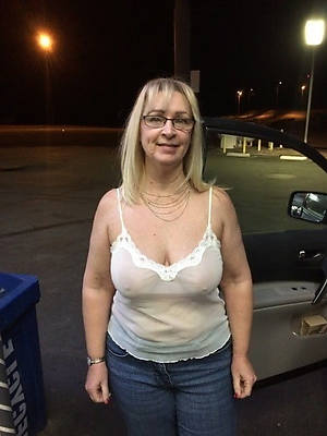 mature nude moms pictures