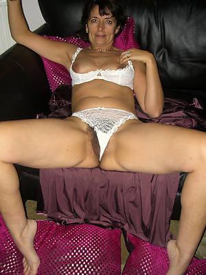 free mature women in panties pics