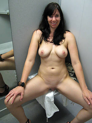 nude mature brunette shows pussy