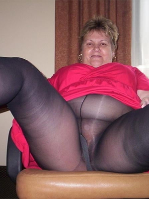 amateur mature ladies in pantyhose