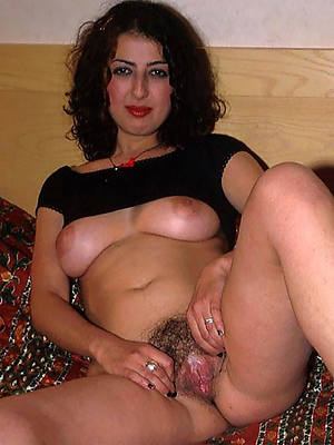 unshaved mature pussy nude pic