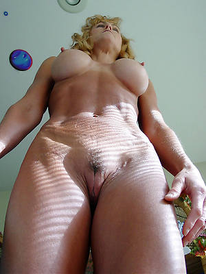 free amature wet mature vulva
