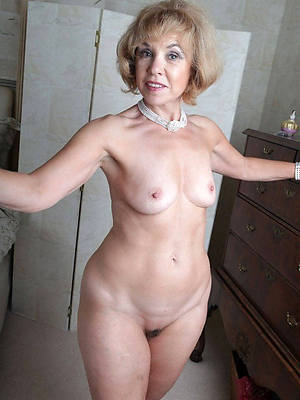 mature granny lady shows pussy