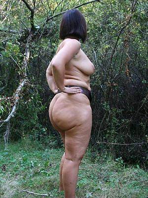 big booty of age moms pics