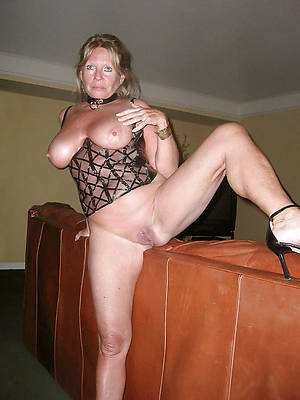 naked mature housewives pictures