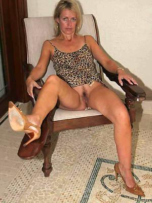 nude mature leg show