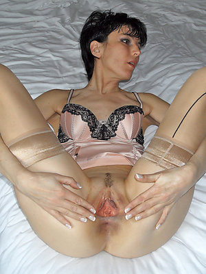 gorgeous free mature pussy pics