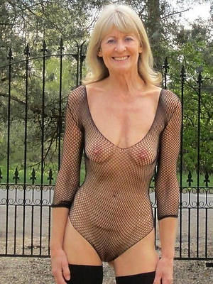 beautiful mature outdoors nude pic