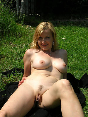 mature mom thumbs porno pictures
