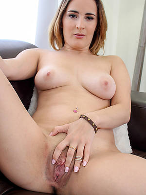 free amature mature shaved pussy photos