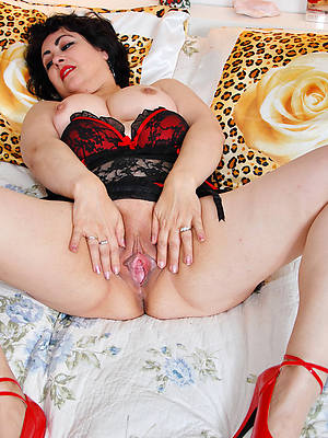 busty mature latina shows pussy
