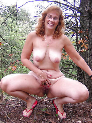 mature females in the buff porn pix
