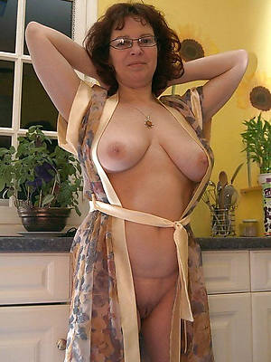amatuer mature wife home pics