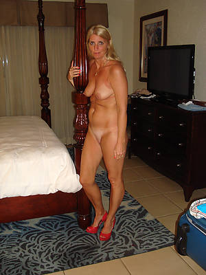 naked pics of mature unladylike apropos heels