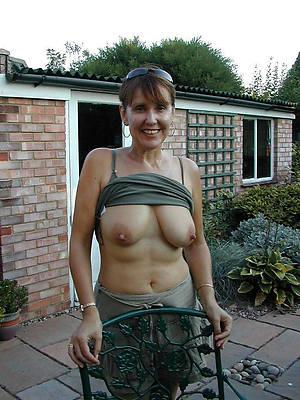naked mature standoffish fotos