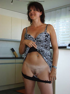 naked mature hot mom