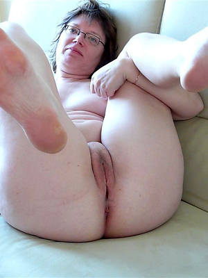 sweet nude mature feet photos