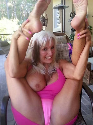free hd mature feet photos