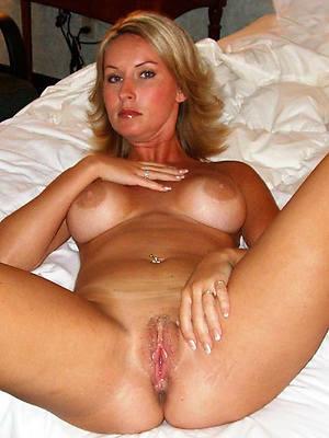naked mature blonde ass