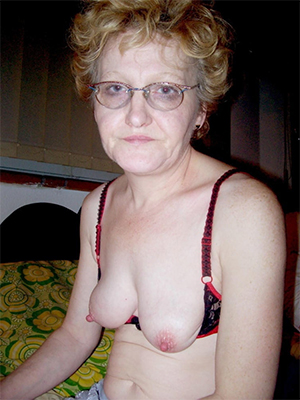 free hd mature with glasses pic