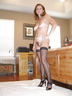 nasty stark naked mature milf in heels