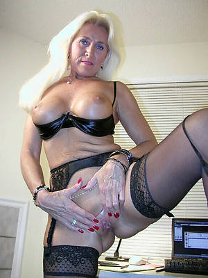 mature hot blondes gallery