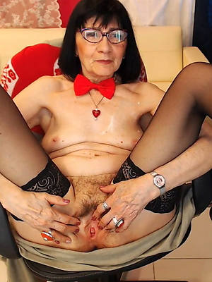 matures with glasses displaying her pussy