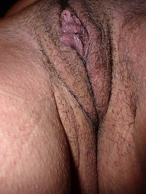 wet mature pole pussy displaying her pussy