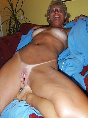 gorgeous mature shaved pussy