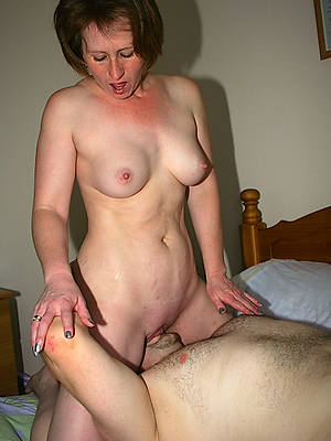 mature woman eating pussy porn pics