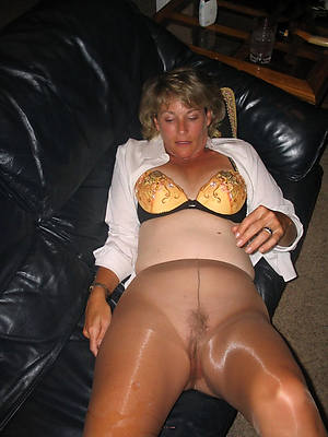 mature lovemaking forth pantyhose pics