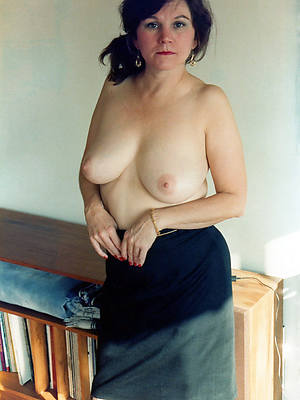 grown-up brunette mom sex pics