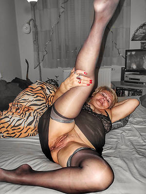 mature women with sexy legs dealings pics