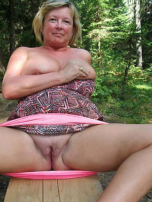 50 year old mature women displaying her pussy