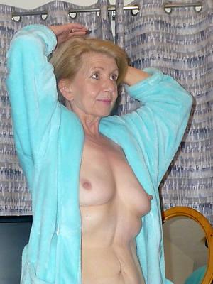 beautiful hot grown-up grandma displaying her pussy