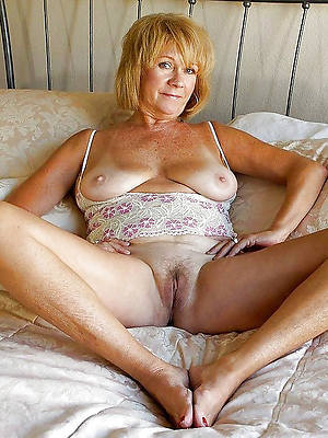 mature older moms displaying her pussy