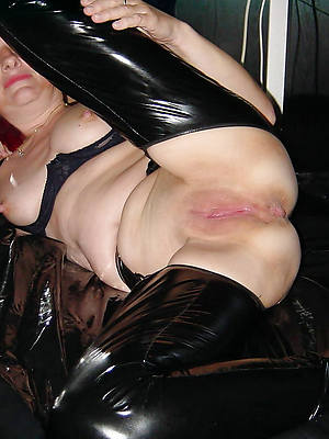blistering matures in latex displaying her pussy